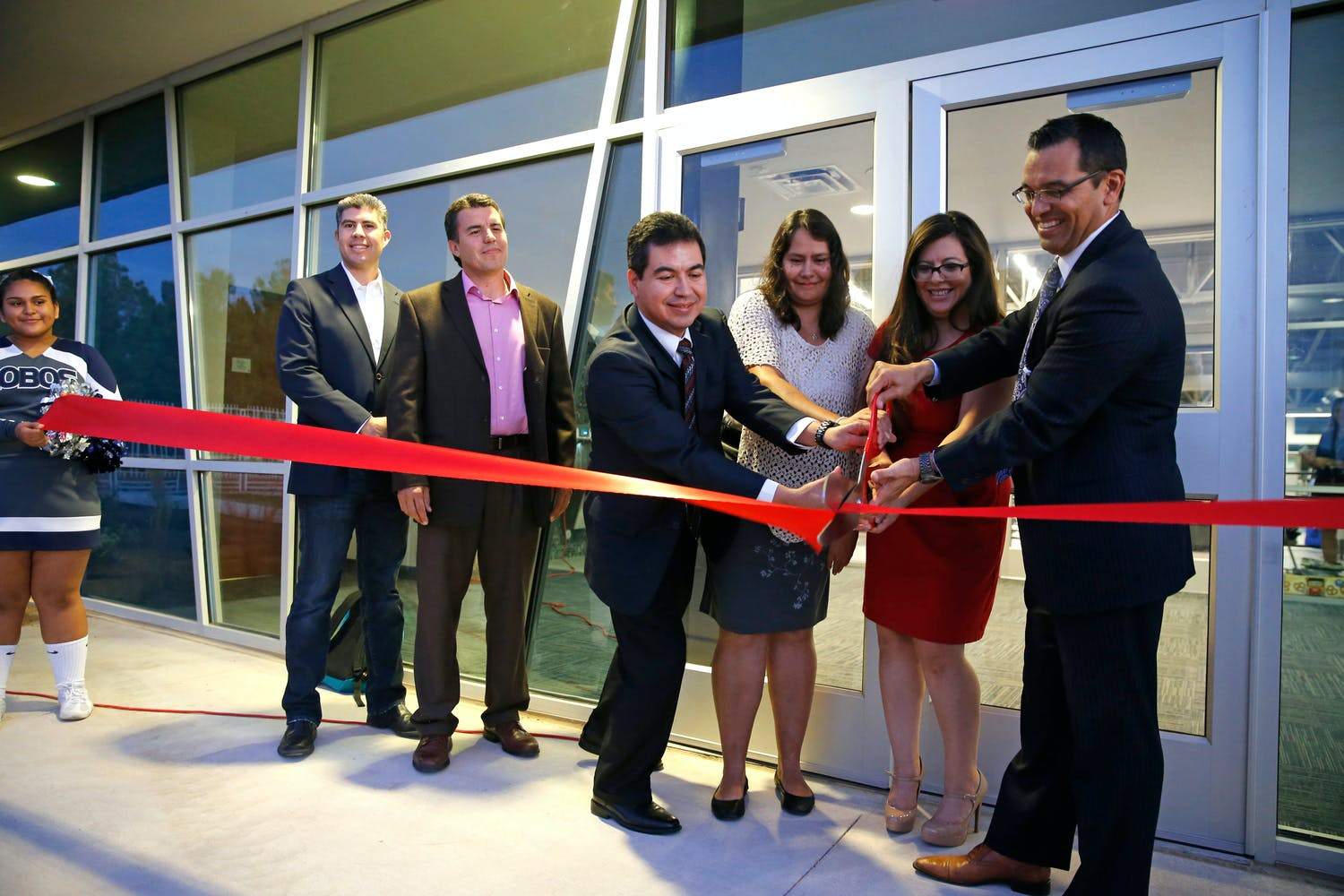 Clint ISD Cuts Ribbon on Mountain View High School